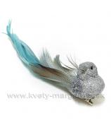 Vtáčik glitrovaný strieborný na štipci modrý perový chvost 15cm