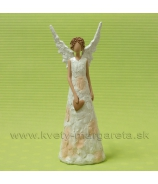 Anjel Rafael s otvorenými krídlami
