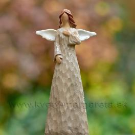 Anjel drevorezba s rukou na srdci hnedý 13cm