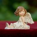 Anjelik sediaci v šatách v dobrej nálade 9.5cm
