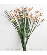 Narcisová kytica s trávou bielooranžová