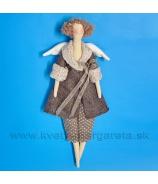 Anjelik bábika Dolly v bielom kožúšku s nohavicami