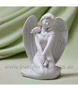 Anjel dievčina sediaca s ružou 10cm