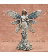 Víla s kvetinovými šatami s kyticou na rameni levanduľová 16cm