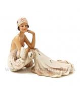 Dáma parížanka v kresle Art DECO krémová 15cm