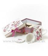 Šálka Tulipány s čajovým cedítkom v darčekovej krabičke bordová
