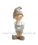 Chlapček s kapsou v čiapke stojaci sivo-biely 8cm