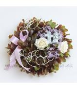 Venček plastový Buxus s kvetmi a krížikom 25cm