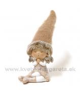 Dievčatko s filcovou čiapkou sediace 11cm