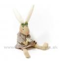 Sediaca zajačica v  sukni s kvietkom 27cm