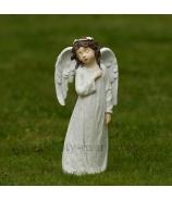Anjel s venčekom s rukou na srdci biely 29cm
