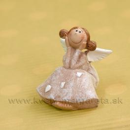 Copatá víla srdiečková sediaca s tvárou v dlaniach 5cm